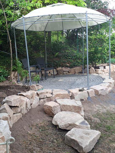 Spatenstich Romantikgarten für das Schaffen meines ersehnten Rosenpavillons