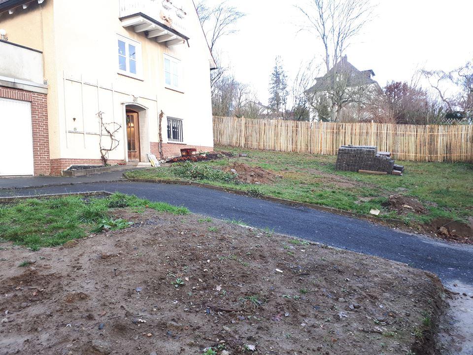 Der Traum vom Romantikgarten für das 50er Jahre Haus ist hier noch in der Planung.