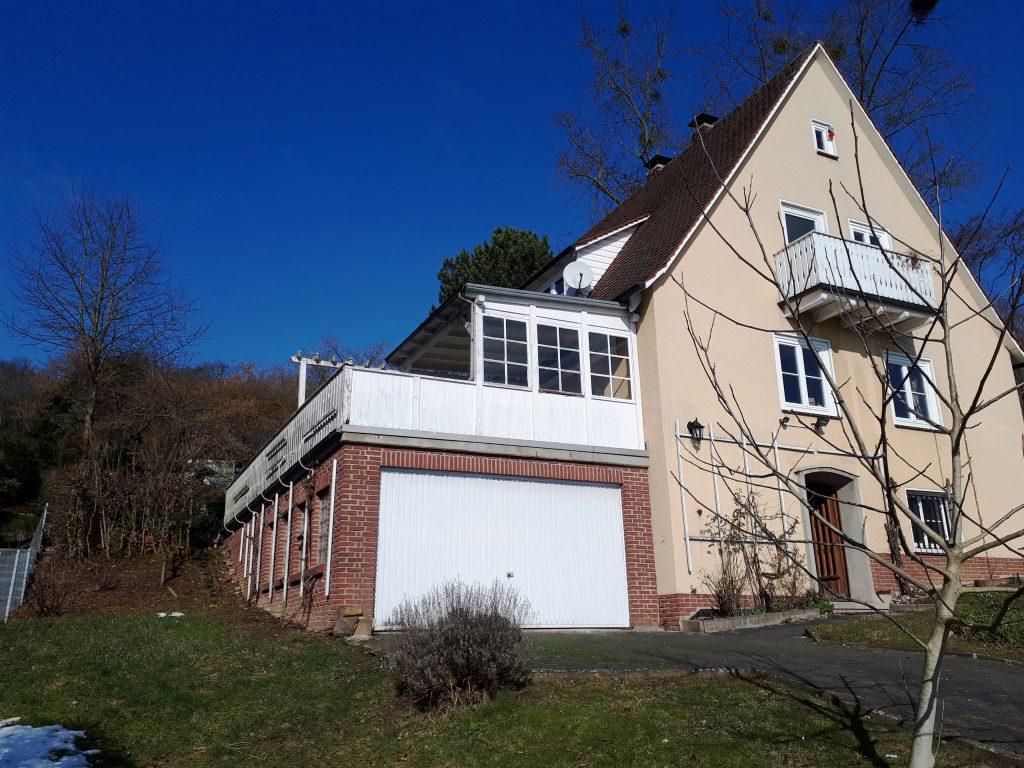 Das 50er Jahre Haus liegt am Kasseler Stadtrand und hatte starken Sanierungsstau.