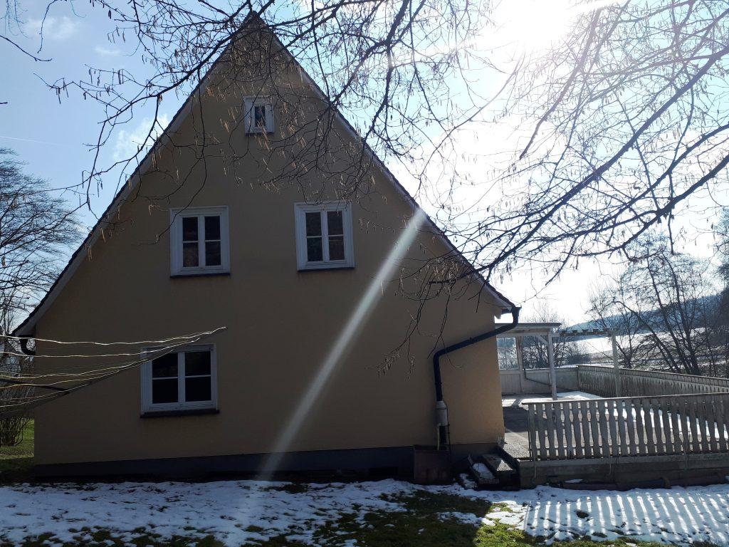 Rückseite des Hauses vor der Sanierung