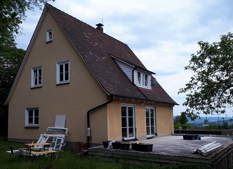 DIe Rückseite des Hauses während der Bauphase