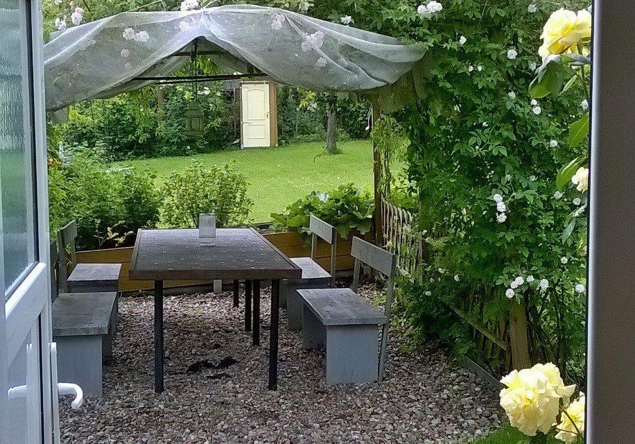 Blick aus dem Gartenhaus