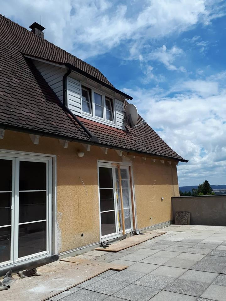 Blick von der Terrasse auf die neuen Terrassentüren