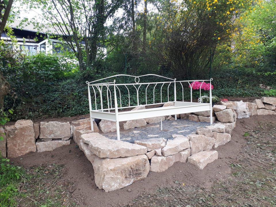 Das neue Gartenbett gerade aufgebaut