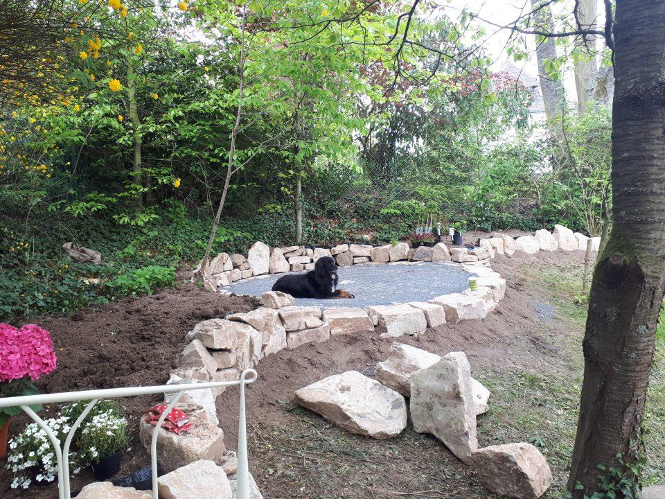 Standort Gartenbett mit Blick auf künftigen Rosenpavillon
