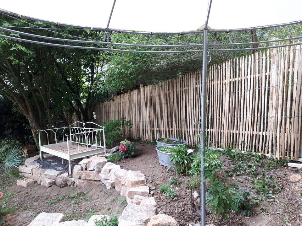 Das neu angelegte Beet mit Gartenbett