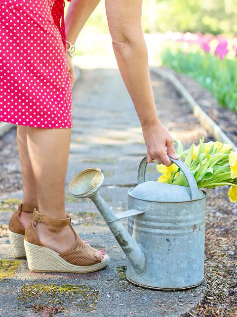 """""""Ich habe nichts zum Anziehen"""", hört man von mir bei der Gartenarbeit eher nicht. Die Latzhose ist mein ständiger Begleiter. Allerdings verschwinde ich auch mit Kleid und hübschen Schühchen im Beet um """"nur mal schnell... Mist, versaut!"""""""