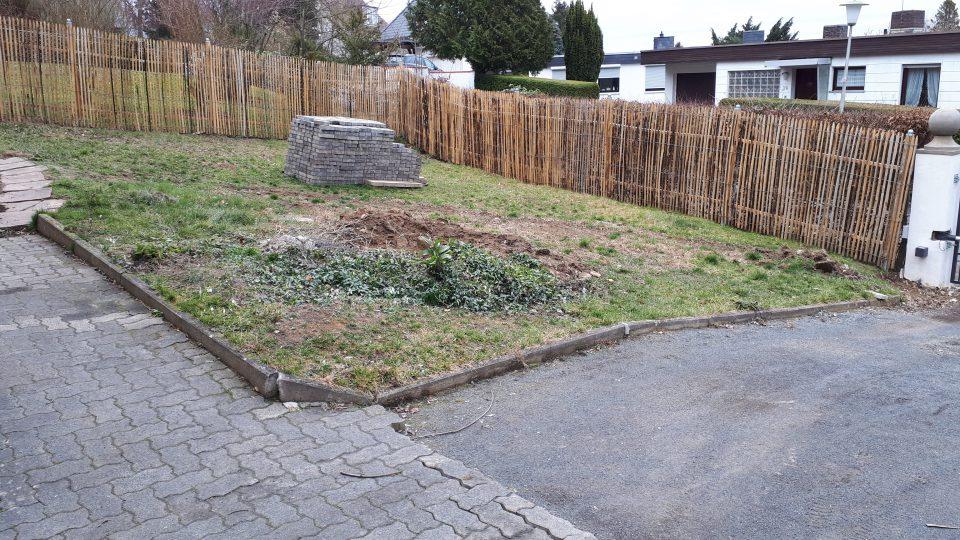 Der Standort für den großzügigen Rosengarten vor der Neugestaltung.