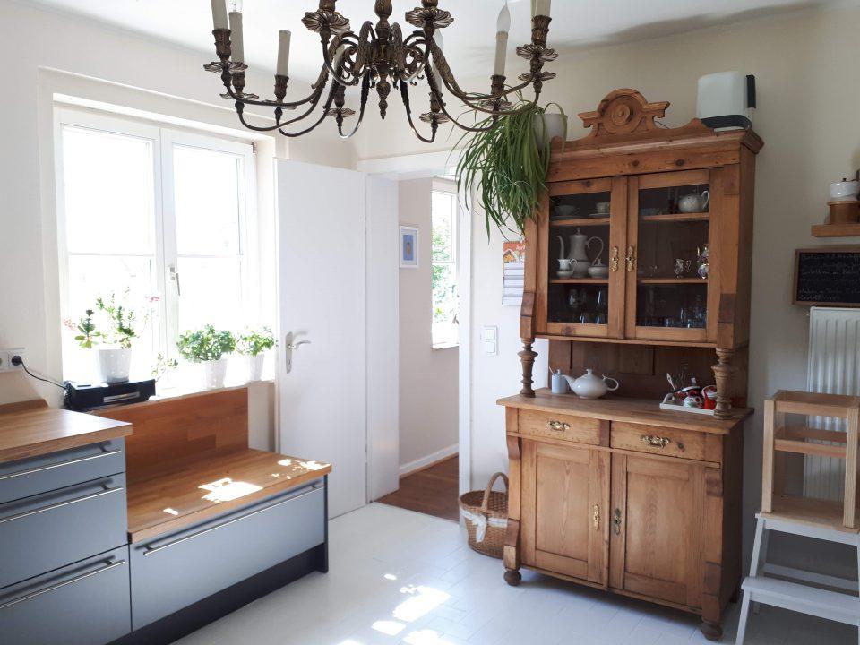 Die integrierte Sitzbank in der Küchenzeile kommt immer gut an.