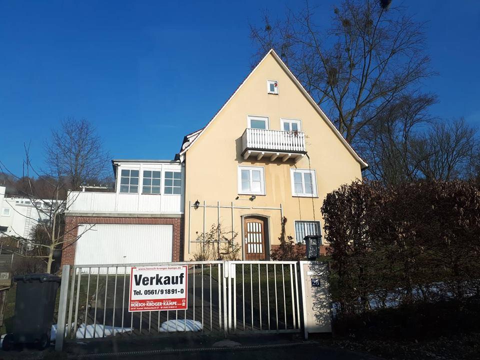 Das 50er Jahre Haus am Kasseler Brasselsberg vor der Sanierung. Das Vorher-Nachher-Ergebnis ist beeindruckend.