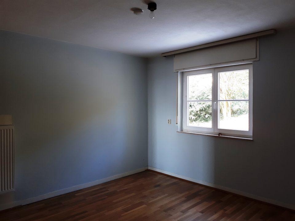 Wohnzimmer im Erdgeschoss vor dem Durchbruch zum Esszimmer.