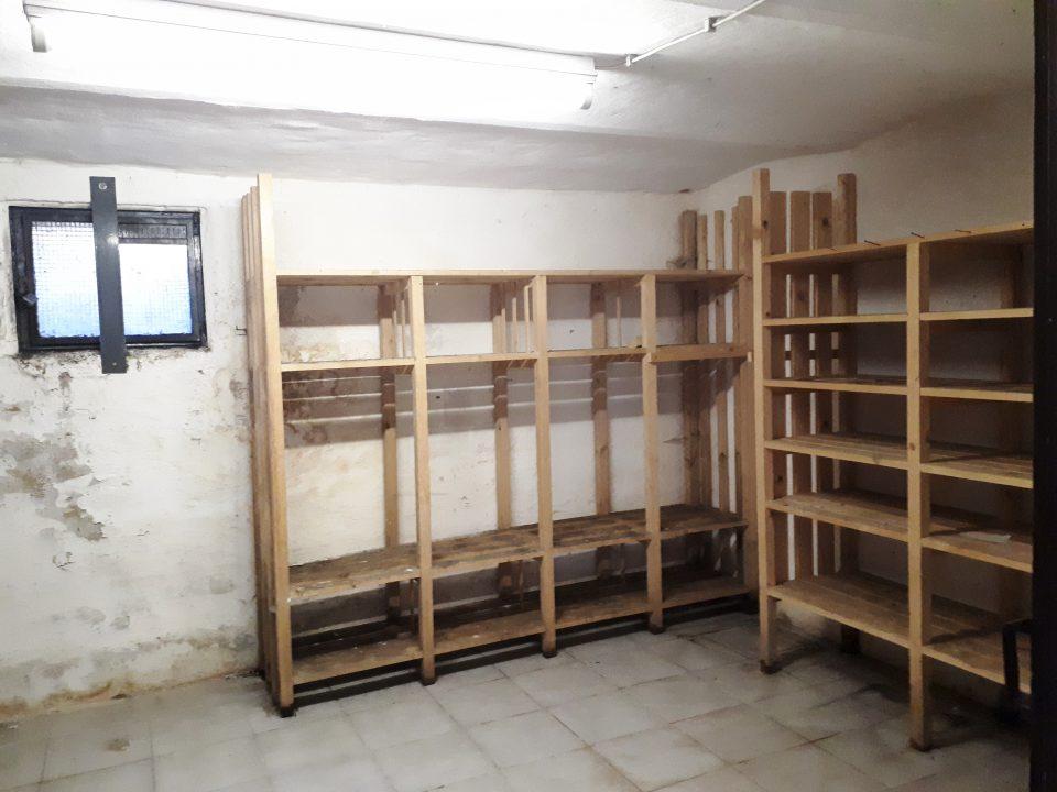 Der Vorratskeller im Kellergeschoss vor der Sanierung.