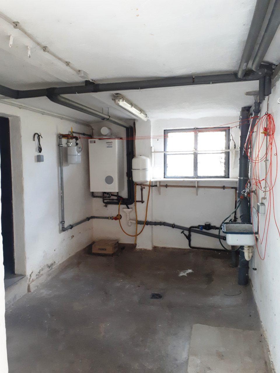 Die Waschküche im Kellergeschoss vor der Sanierung.