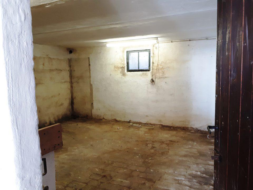 Die Werkstatt im Kellergeschoss vor der Sanierung.