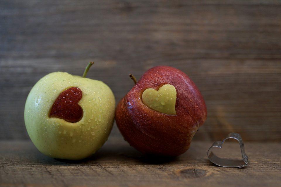 In einer jungen Beziehung kann noch Vieles zum Zankapfel werden. Vor allem Ex-Partner sind häufig ein heißes Eisen.