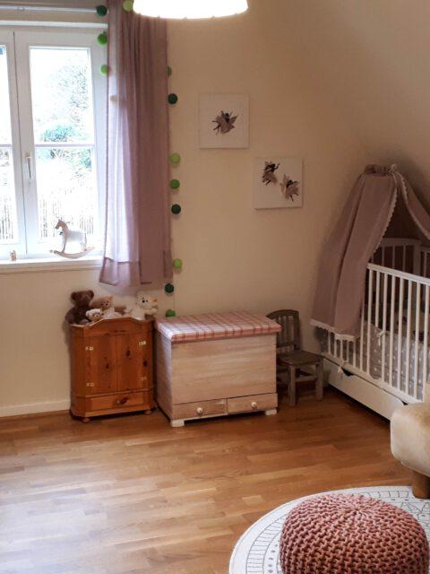Eines der beiden Kinderzimmer im Obergeschoss nach der Sanierung.