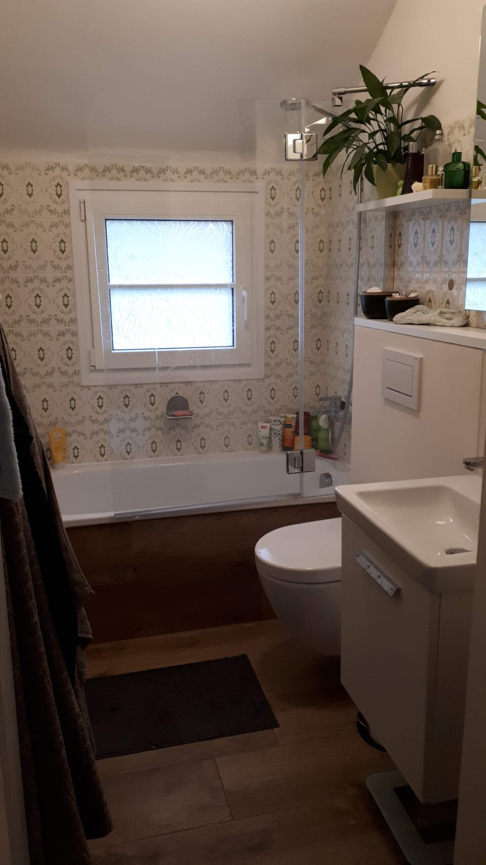 Das kleine Badezimmer für Kinder und Gäste nach der Sanierung.