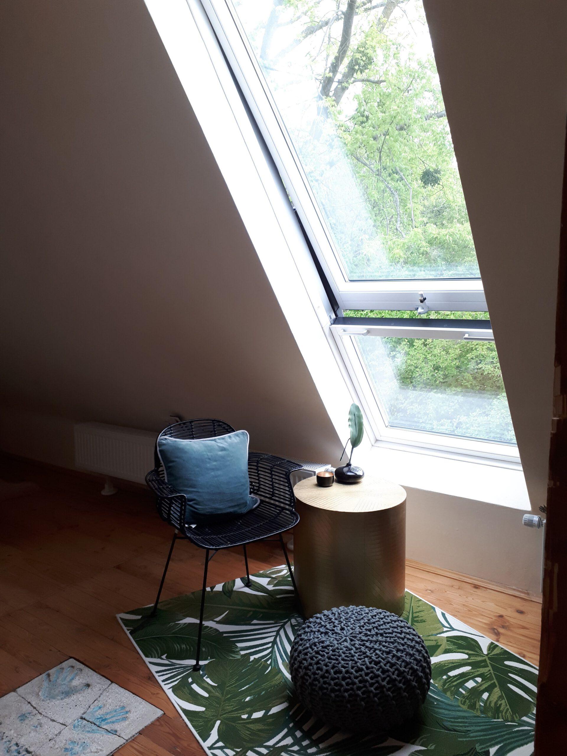 Das neue Dachflächenfenster im ausgebauchten Dachgeschoss unseres 50er Jahre Hauses.