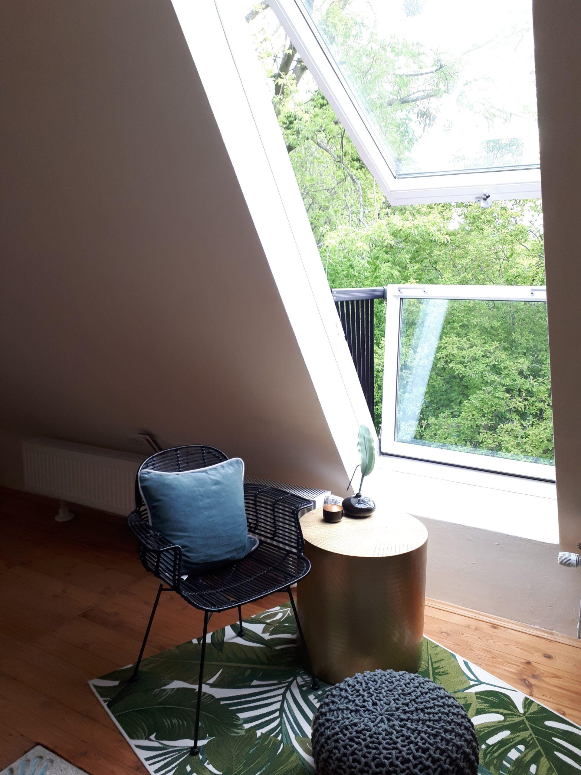 Das Dachflächenfenster Velux Cabrio sorgt für viel Tageslicht, vor allem am Morgen.