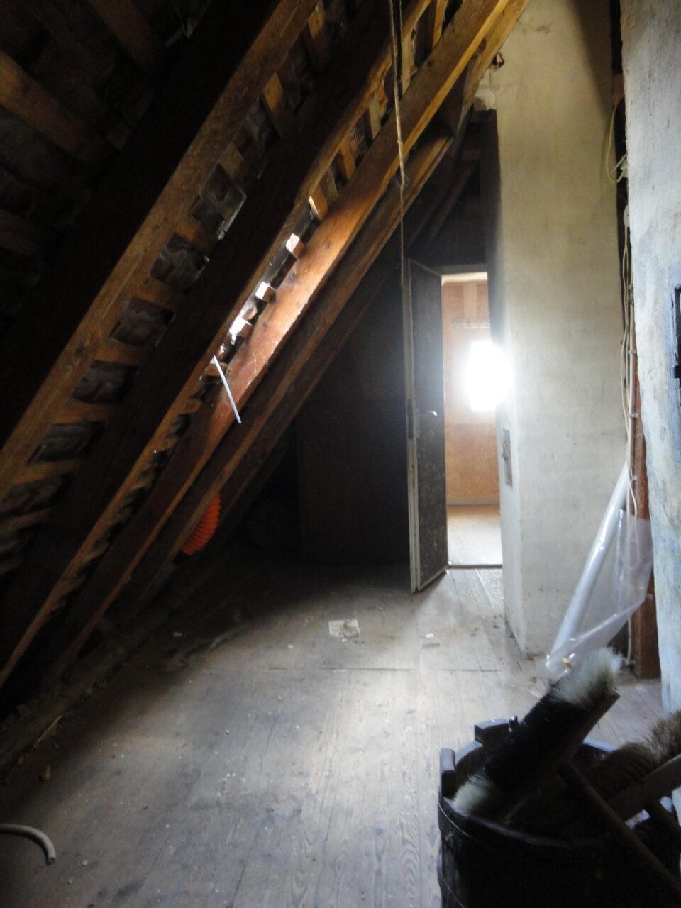 Das Dachgeschoss vor dem Ausbau und ohne Dämmung.