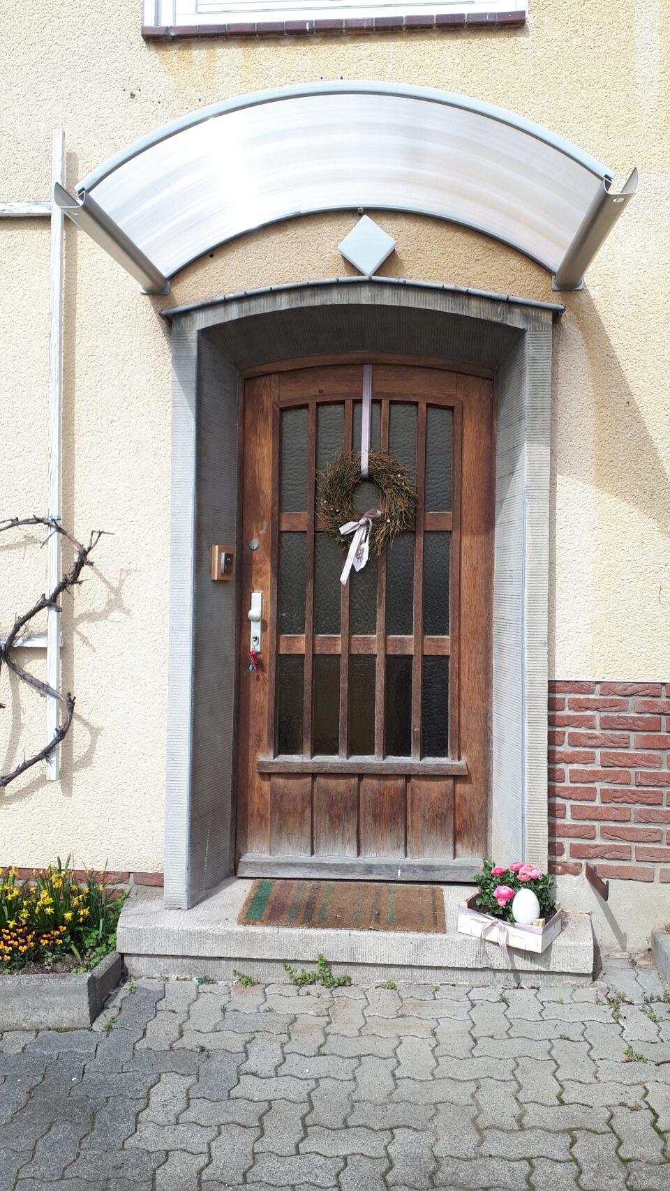 Die alte Haustür sanieren zu wollen, stand bereits früh fest.