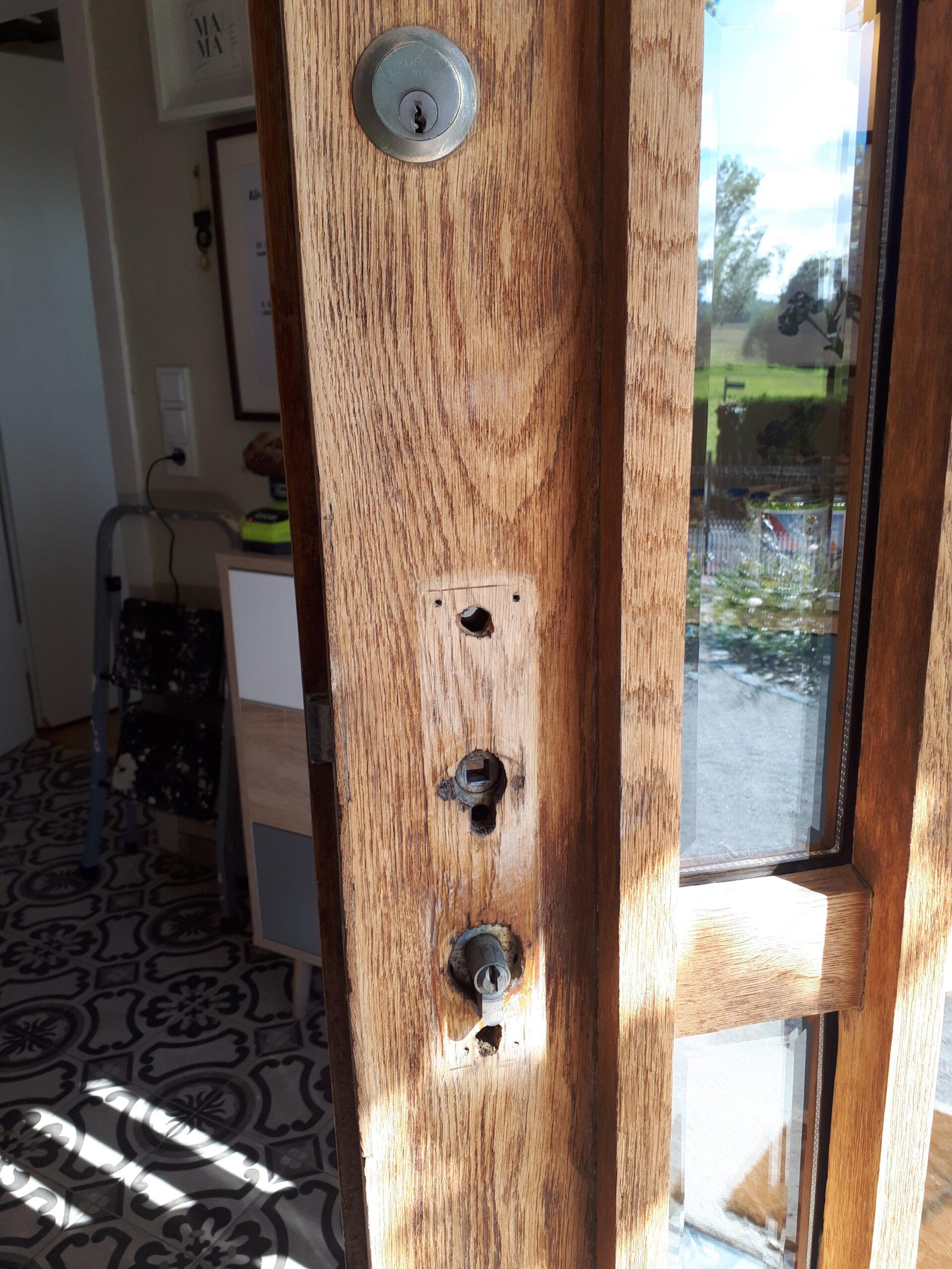 Es fehlt noch ein passender Türbeschlag für die sanierte Haustür