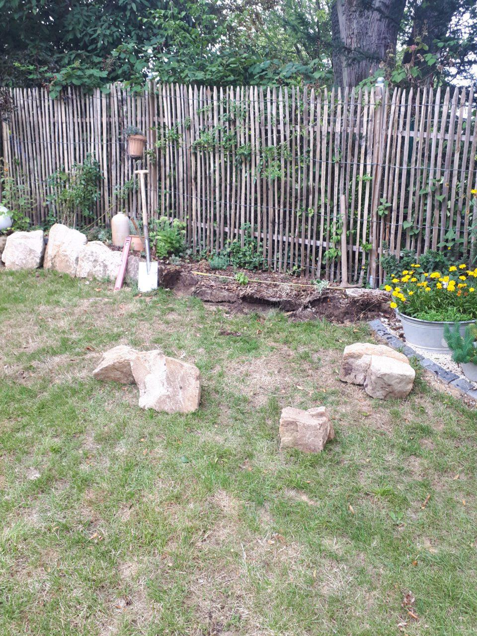 Der Standort für den Garten Whirlpool wird vorbereitet