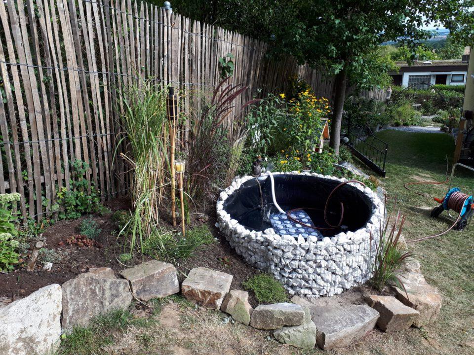 Garten Whirlpool aus Gabionen Hochteich mit Luftsprudelmatte