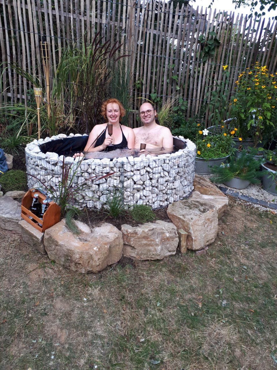 Der Garten Whirlpool wurde an einem Tag gebaut, abends konnte schon gebadet werden