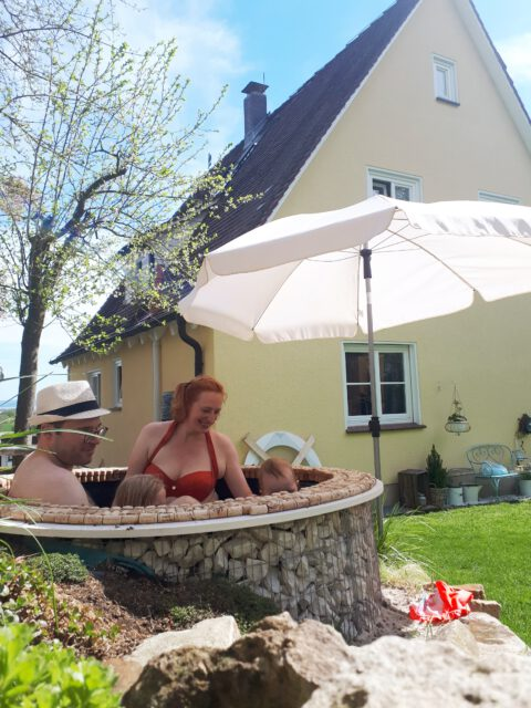 Einen Garten Whirlpool selber bauen aus einem Hochteich.